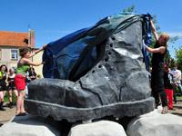 Odsłonięcie rzeźby glana