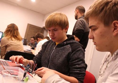 MiniFABLAB działa. Warsztaty z robotami i arduino.