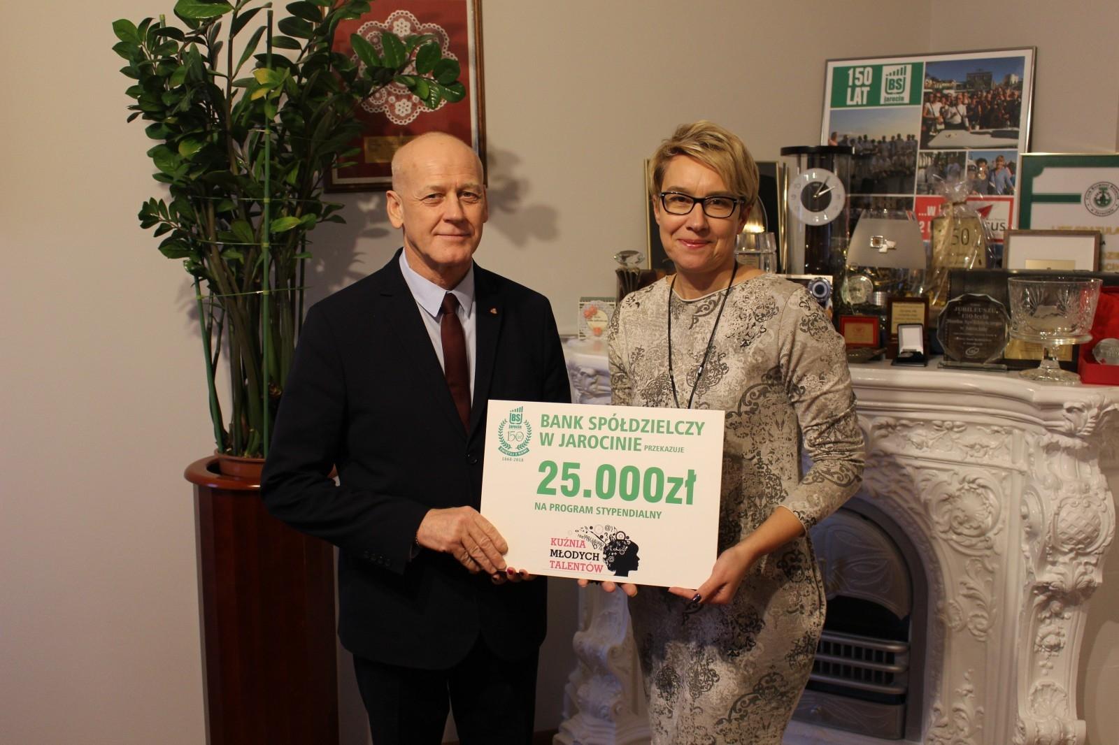Bank Spółdzielczy przekazał 25 tys. na stypendia